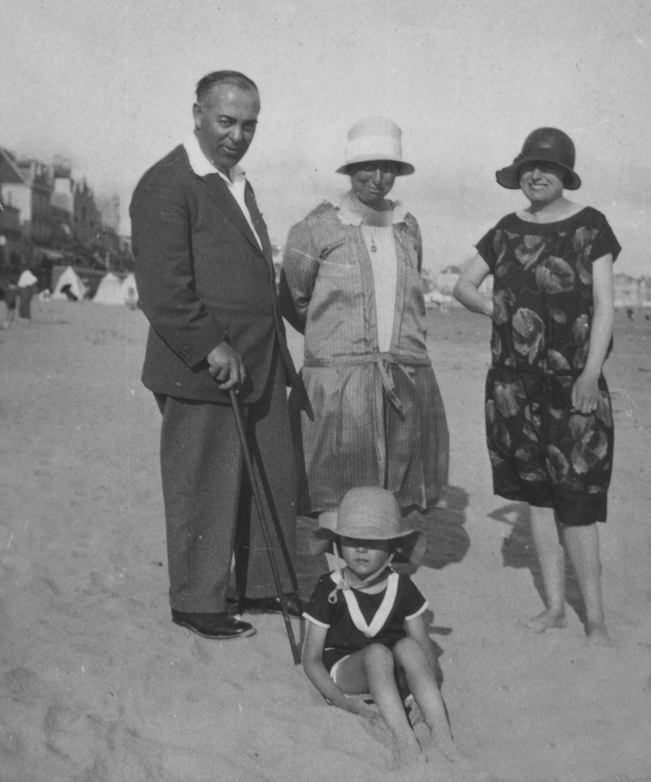 Photo of Edmund and Marianne on beach